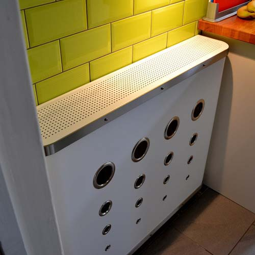 DECO in white with white top Radiator Cover